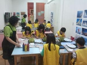 kids at artwork