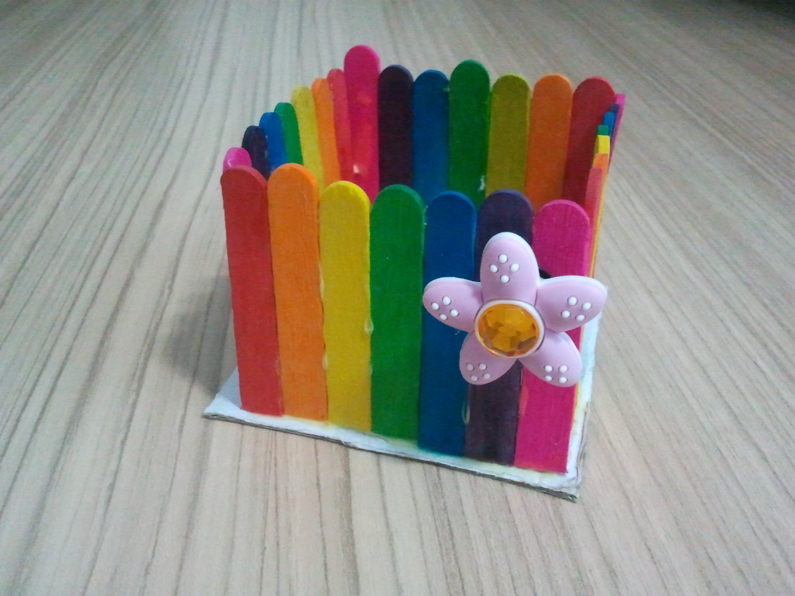 Simple art and craft rainbow box kids 39 r 39 simple for Glace decoration