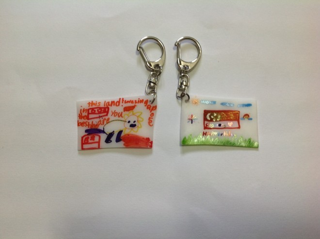 Here's the keychains with the Singapore flag!