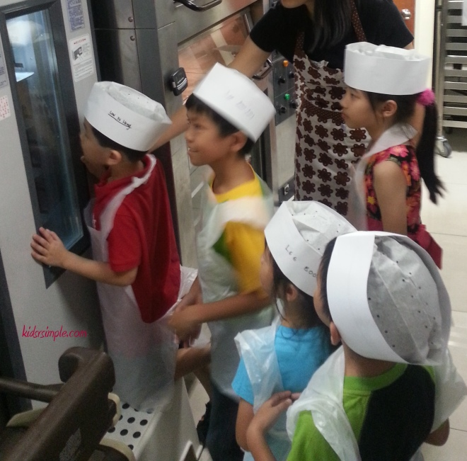 My kids having a kitchen tour together with Sengkang babies' kids!