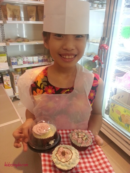 XX's cupcakes won the best decorated and got a beautifully decorated rose cupcake from the chef!