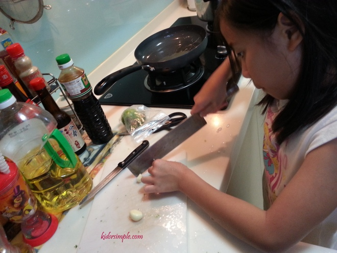 Cutting Garlic